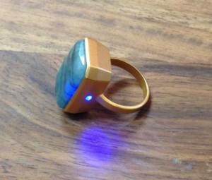 Une lumière bleu pour un « j'aime » via Facebook